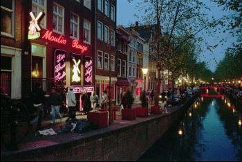 Amsterdam - prostitúciu obmedzujú