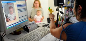Fotenie malého dieťaťa na pas