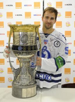 Graňák s Gagarinovou trofejou