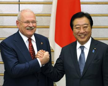 Japonský premiér Jošihiko Noda s Ivanom Gašparovičom