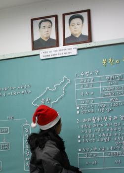 Portréty Kim Ir-sena a jeho syna Kim Čong-ila