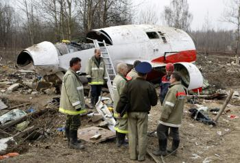 Trosky lietadla s poľskými ústavnými činiteľmi pri Smolensku