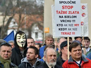 5. apríla 2012 proti ťažbe zlata na Bielom vrchu protestovali aj odborári z PPS Detva