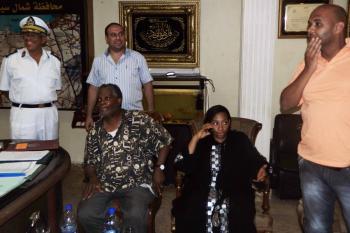 61-ročný reverend Michel Louis (sedí vľavo) a 39-ročná Lissa Alphonsová po prepustení únoscom z hory Sinaj