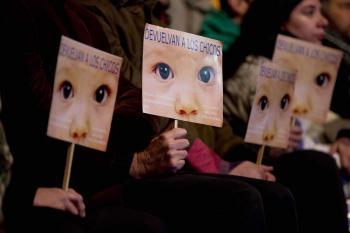 Argentína - transparenty s nápisom Vráťte nám deti