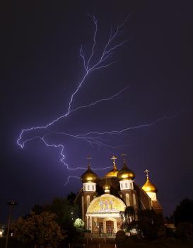 Blesk nad kostom pravoslávnej cirkvi