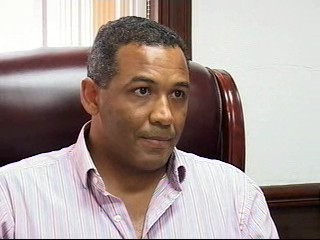Godfrey Smith študoval Harward a ako 31-ročný sa stal najmladším generálnym prokurátorom na Belize