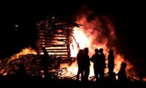 Hecovanie začína už v noci pri tradičných vatrách