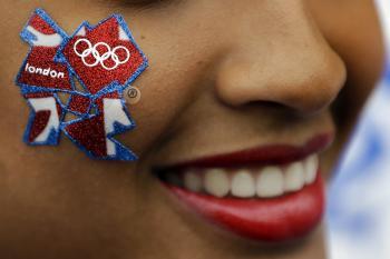 Logo olympiády na líci modelky