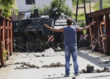 Napriek prítomnosti KFOR sú hlásené neustále obete a konflikty medzi kosovskými Albáncami a Srbmi
