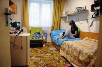 Vysokoškolský život na internátoch býva všelijaký, len málokedy pokojný