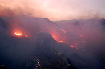 Plamene ničiace porast na Kanárskych ostrovoch