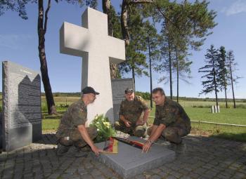Príslušníci nemeckého Bundeswehru upravovali miesta, kde je pochovaných 250 nemeckých, rakúsko-uhorských i ruských vojakov