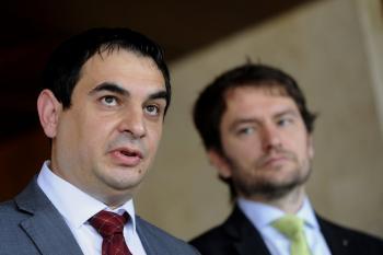 Rómskeho poslanca Petra Polláka (vľavo) naverboval do OĽaNO Igor Matovič