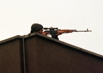 Snajper na streche - ilustračné foto