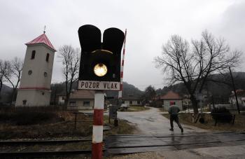 Svetelná signalizácia na železniciach bez transformátorov nemôže fungovať