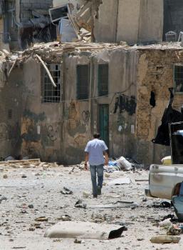 Zničená ulica v štvrti Midan v Damasku - výsledok neúspešného útoku sýrskych povstalcov