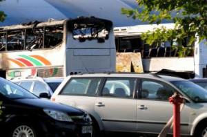 Zničené autobusy po explózii