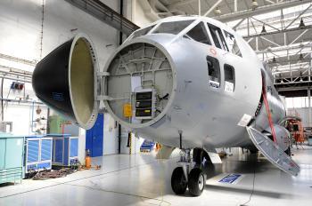 Špeciálny letecký trenažér na výcvik posádok vojenských dopravných lietadiel