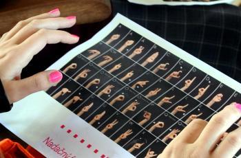 Abeceda nepočujúcich, ako ju možno napísať prstami ruky