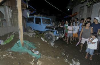 Filipínčania utekajú z pobrežných oblastí do vnútrozemia po varovaní cunami