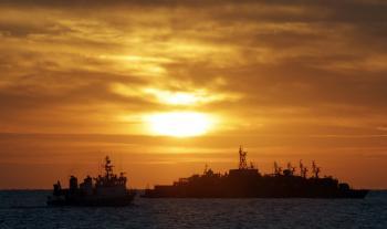 Flotila troch ruských vyloďovacích plavidiel sa blíži k Sýrii