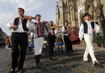 Folklórny súbor Zemplín z Michaloviec pozýva k návšteve Zemplínskeho jarmoku