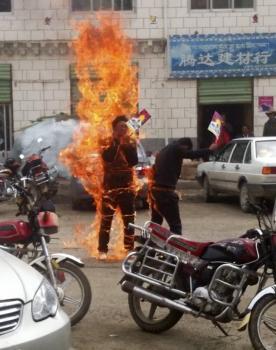 Hrozná smrť upálením môže mať politické i náboženské dôvody