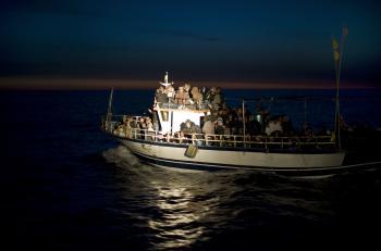 Imigranti na preplnených lodiach riskujú svoje životy od Kuby, cez Afriku po juhovýchodnú Áziu