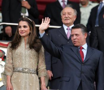S manželkou Raniou počas osláv 10. výročia prevzatia moci