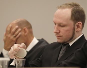 Nórsky masový vrah Anders Behring Breivik počas vynesenia rozsudku