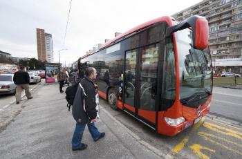 Na snímke obrí autobus Mercedes - Benz CapaCity v  Bratislave