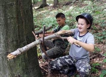 Najmladší účastníci výstupu sa zahrali na partizánov
