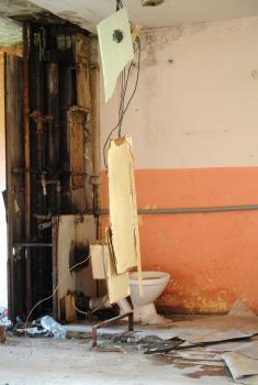 Opravovať poškodené potrubia je zbytočné, čoskoro by ich rozkradli a zničili