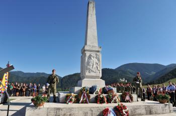 Pamätník na vrchu Zvonica pri strečnianskej tiesňave