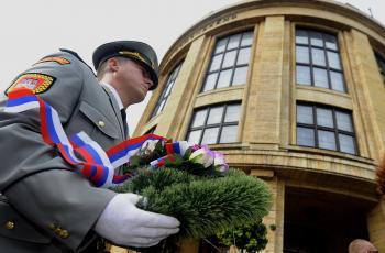Pietna spomienka na Šafárikovom námestí v Bratislave 21.augusta 2012, pri  príležitosti 44. výročia vstupu vojsk Varšavskej zmluvy na územie ČSSR 21.augusta 1968