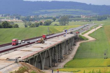 Podľa odborníkov nie je možné stavať diaľnice bez dodatkov, vopred nikto nevie, aké nástrahy prichystá príroda