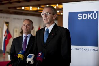 Podpredseda SDKÚ-DS Ivan Štefanec (vpravo) a Ľudovít Kaník