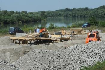 Pohľad na výstavbu budovy prístavu