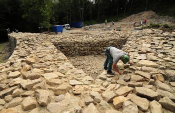 Práce v rámci revitalizácie hradu na vrchu Hradová nad Košicami