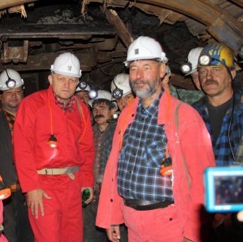 Premiér Róbert Fico spolu s ministrom hospodárstva Malatinským (vpravo v červenom)