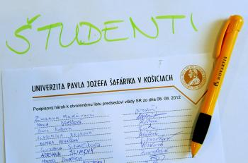 V spore vzdelávacie a zdravotníckej inštitúcie vystupujú študenti ako rukojemníci, o ktorých ďalšom vzdelávaní sa rozhoduje