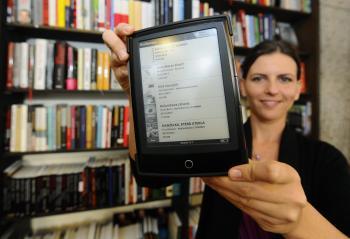 Čítačka elektronických kníh versus kamenné kníhkupectvo