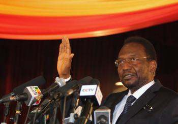 DiancoundaTraoré, dočasný prezident Mali, upozorňuje, že krajina sa rozpadáva a stáva útočiskom al-Káidy