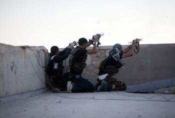 Podľa pozorovateľov typický boj FSA. Ostreľovanie zo striech a následné skrývanie sa pred paľbou vládnych jednotiek