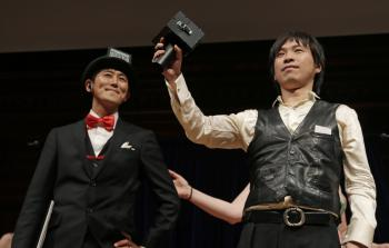 Japonci získali cenu za prístroj, ktorý hovoriacemu umožní počuť sa s ozvenou. Jeho cieľom je zastaviť rečníka, ak hovorí prirýchlo alebo dlhšie, ako je jeho vymedzený čas