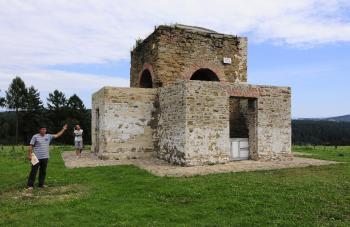 Kaplnka je pamiatkou na letohrádok Sans Souci, ktorý dal v roku 1773 postaviť gróf Štefan Czáky