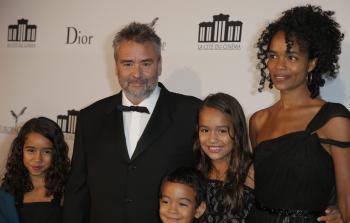 Luc Besson s manželkou a deťmi na otvorení Európskeho mesta filmu