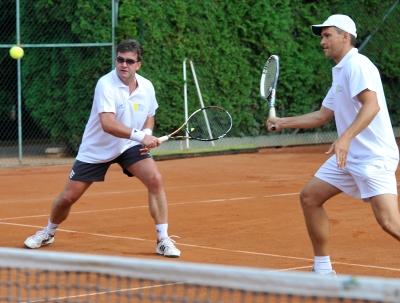Miroslav Lajčák (vľavo) a Ján Krošlák počas hry