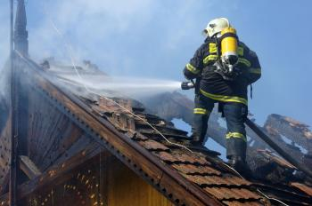 Na snímke je požiar rodinného domu v Trebišove v časti Nový Majer